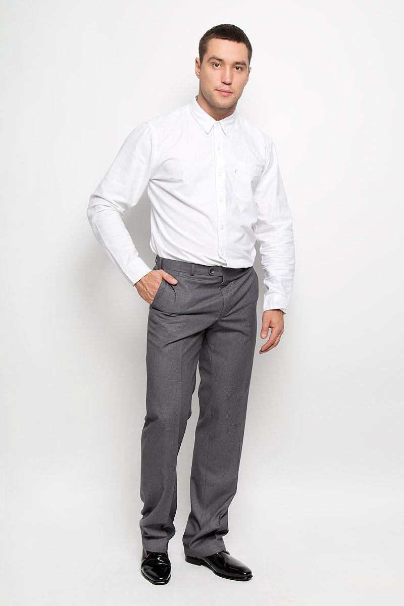 Брюки мужские BTC Modern, цвет: серый. 12.011915. Размер 48-17012.011915Мужские брюки BTC Modern, выполненные из полиэстера с добавлением вискозы, займут достойное место в вашем гардеробе. Ткань изделия мягкая, тактильно приятная, хорошо пропускает воздух. Брюки классического кроя застегиваются на пуговицу и крючок в поясе и имеют ширинку на застежке-молнии. На брюках предусмотрены шлевки для ремня. Спереди модель дополнена двумя втачными карманами, а сзади - одним прорезным карманом на пуговице. Высокое качество кроя и пошива, актуальный дизайн придают изделию неповторимый стиль и индивидуальность. Брюки станут стильным дополнением к вашему образу!
