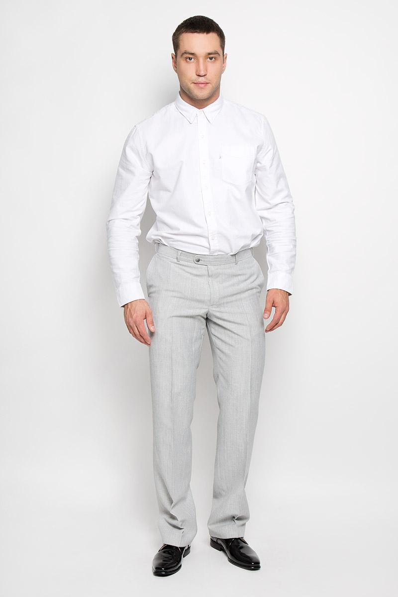 Брюки мужские BTC Modern, цвет: светло-серый. 12.013407. Размер 46-17612.013407Мужские брюки BTC Modern, выполненные из высококачественного материала, займут достойное место в вашем гардеробе. Ткань изделия мягкая, тактильно приятная, хорошо пропускает воздух. Брюки прямого кроя застегиваются на пуговицы и крючок в поясе и имеют ширинку на застежке-молнии. На брюках предусмотрены шлевки для ремня. Спереди модель дополнена двумя втачными карманами, а сзади - одним прорезным карманом на пуговице. Высокое качество кроя и пошива, актуальный дизайн придают изделию неповторимый стиль и индивидуальность. Брюки станут стильным дополнением к вашему образу!