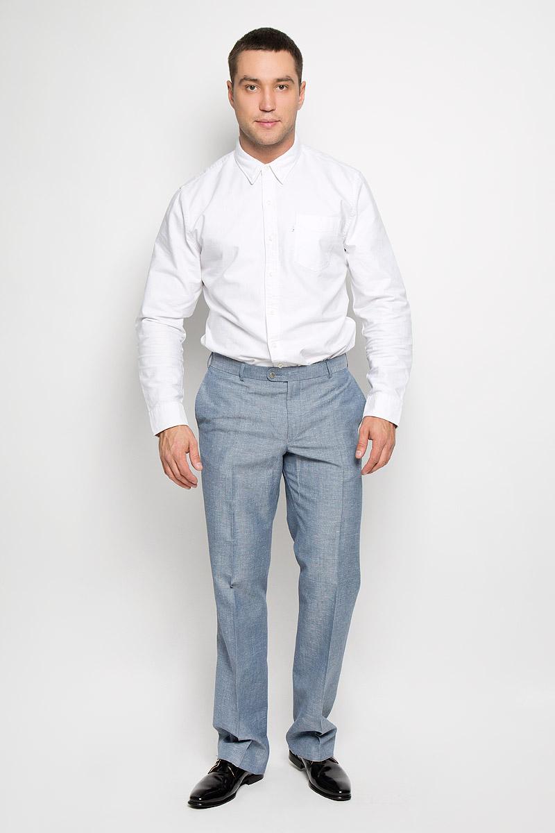 Брюки мужские BTC, цвет: серо-голубой. 12.013410. Размер 48-17612.013410Мужские брюки BTC, выполненные из высококачественного материала, займут достойное место в вашем гардеробе. Ткань изделия мягкая, тактильно приятная, хорошо пропускает воздух.Брюки прямого кроя застегиваются на пуговицы и крючок в поясе и имеют ширинку на застежке-молнии. На брюках предусмотрены шлевки для ремня. Спереди модель дополнена двумя втачными карманами, а сзади - одним прорезным карманом на пуговице. Высокое качество кроя и пошива, актуальный дизайн придают изделию неповторимый стиль и индивидуальность. Брюки станут стильным дополнением к вашему образу!