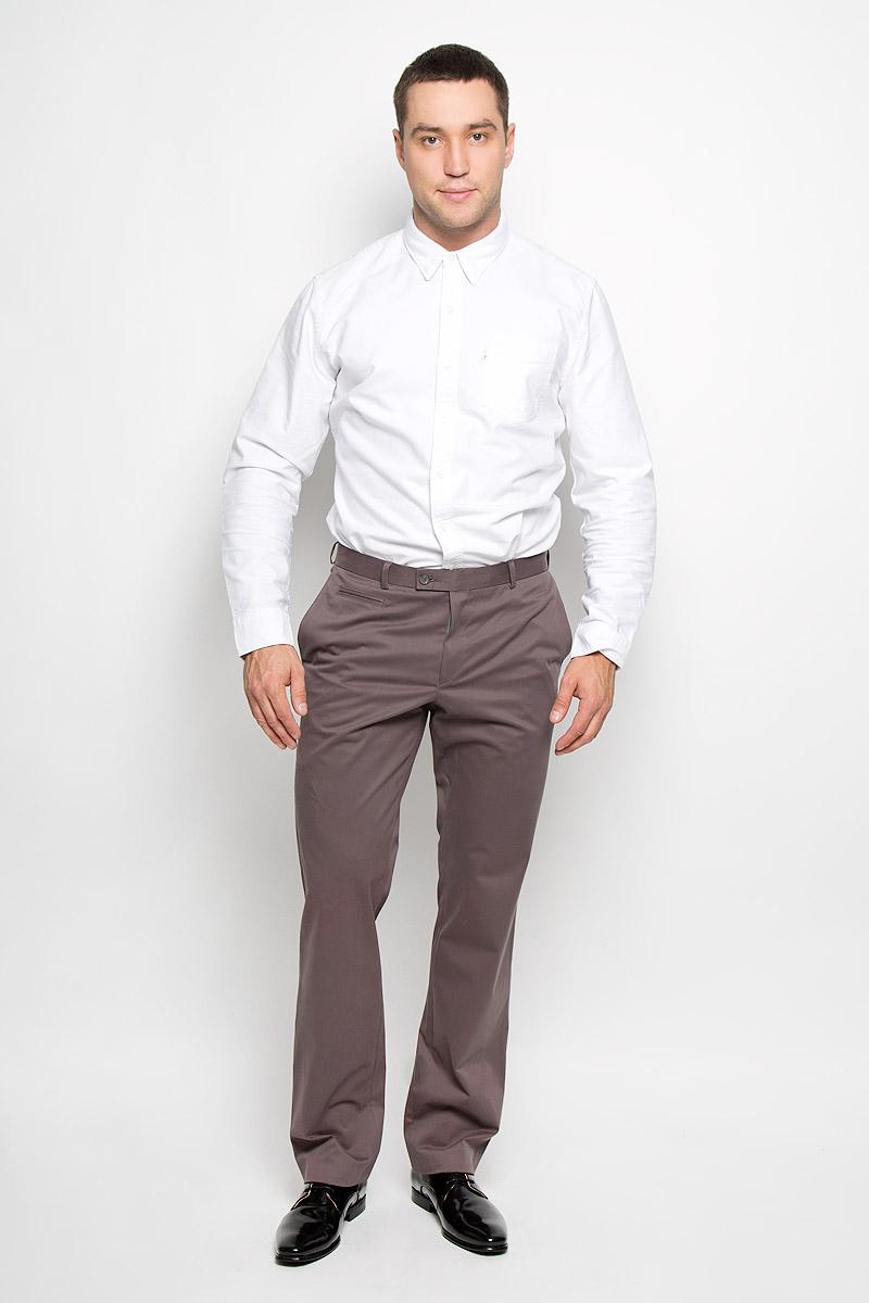 Брюки мужские BTC Slim, цвет: серо-коричневый. 12.013570. Размер 46-18212.013570Мужские брюки BTC Slim, выполненные из хлопка с добавлением лайкры, отлично дополнят ваш образ. Ткань изделия мягкая, тактильно приятная, позволяет коже дышать.Брюки-слим застегиваются на металлический крючок и пуговицы в поясе и имеют ширинку на застежке-молнии. На брюках предусмотрены шлевки для ремня. Спереди модель дополнена двумя втачными карманами со скошенными краями и небольшим прорезным карманом. Сзади расположен прорезной карман на пуговице.Высокое качество кроя и пошива, актуальный дизайн и расцветка придают изделию неповторимый стиль и индивидуальность. Модель займет достойное место в вашем гардеробе!