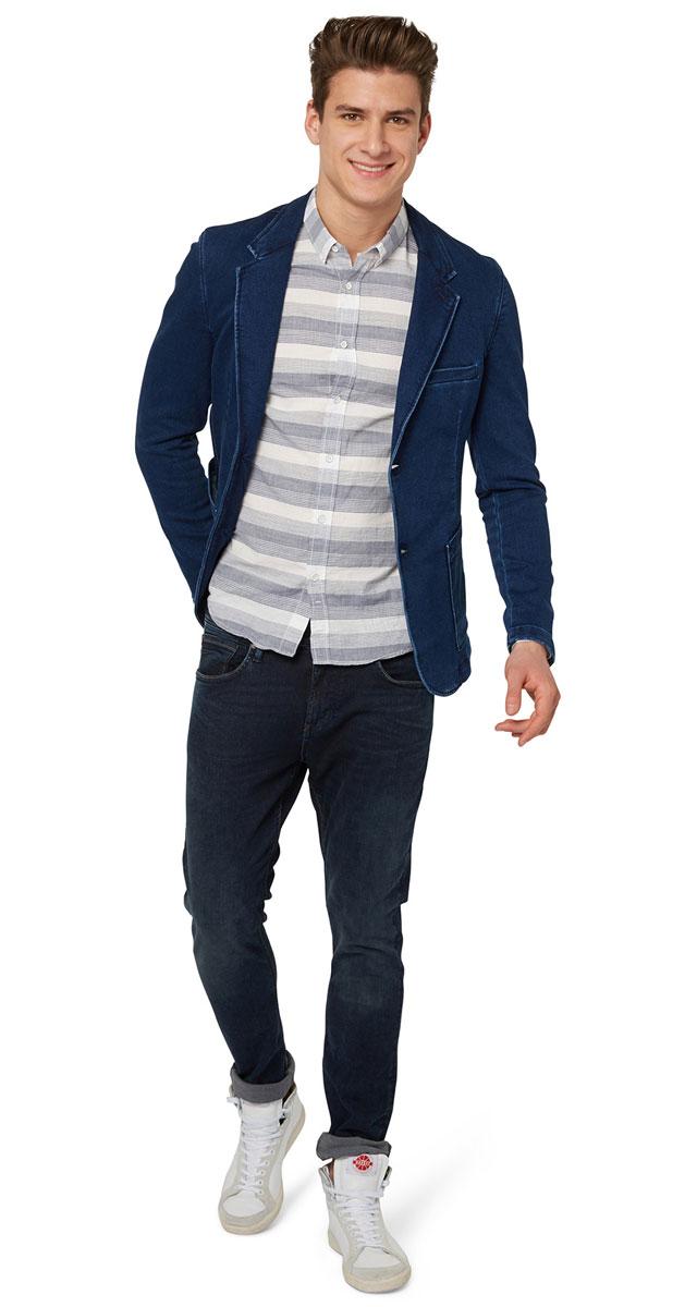 Пиджак мужской Tom Tailor Denim, цвет: синий. 3922414.62.12_1296. Размер M (48)3922414.62.12_1296Джинсовый мужской пиджак Tom Tailor Denim выполнен из хлопка с добавлением полиэстера и эластана.Пиджак с длинными рукавами и воротником с лацканами дополнен спереди двумя накладными карманами, на груди - прорезным кармашком, с внутренней стороны - прорезным карманом на кнопке. Низ рукавов украшен декоративными пуговицами. Спинка дополнена одной шлицей. Застегивается пиджак на две пуговицы.
