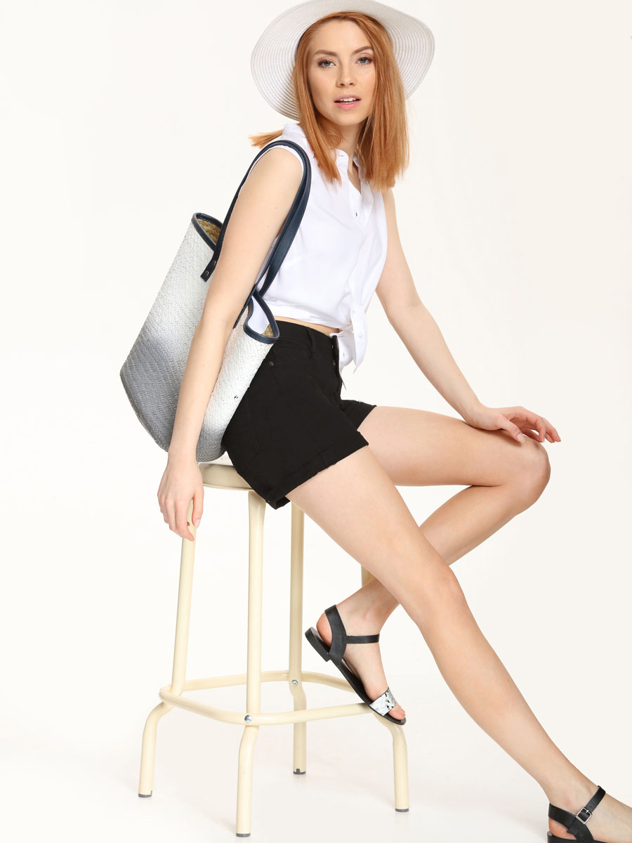 Рубашка женская Top Secret, цвет: белый. SKE0015BI. Размер 38 (44)SKE0015BIСтильная женская рубашка Top Secret, выполнена из 100% вискозы. Модель без рукавов с воротником-стойкой застегивается на пуговицы. По низу изделие имеет закругленную форму.