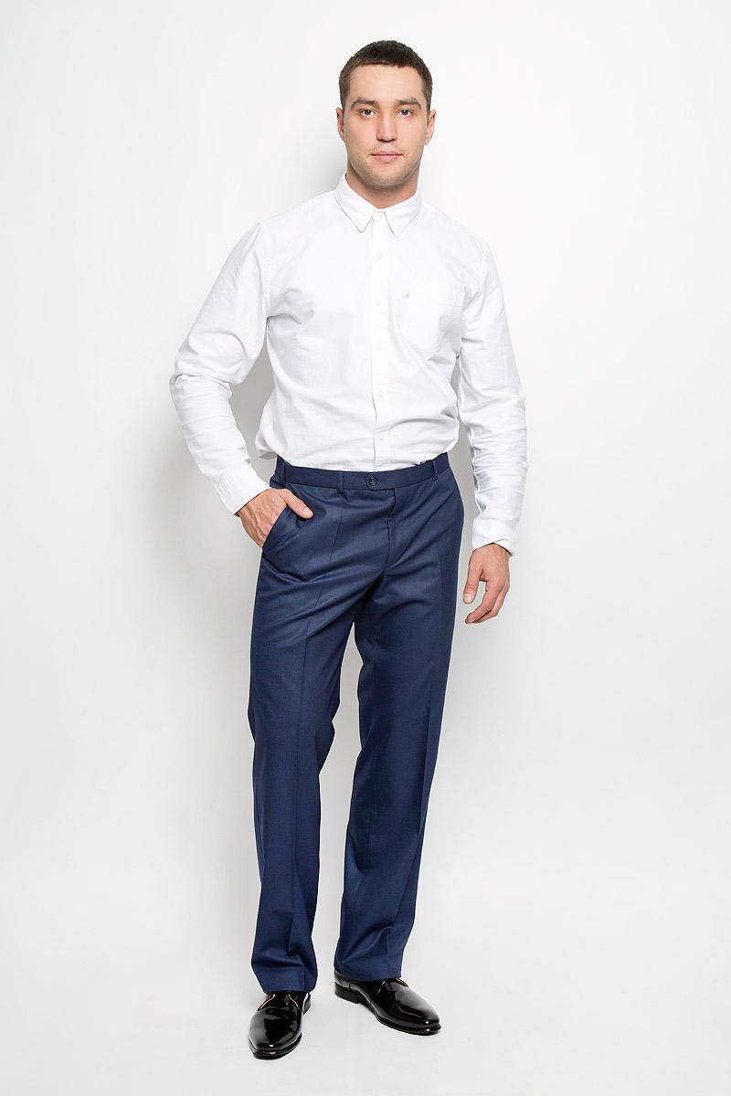 Брюки мужские BTC, цвет: темно-синий. 12.013323. Размер 50-18212.013323Мужские брюки BTC, выполненные из высококачественного материала, отлично дополнят ваш образ. Ткань изделия мягкая, тактильно приятная. Подкладка брюк выполнена из полиэстера.Брюки прямого кроя застегиваются на металлический крючок и пуговицы в поясе и имеют ширинку на застежке-молнии. На брюках предусмотрены шлевки для ремня. Спереди модель дополнена двумя втачными карманами со скошенными краями, а сзади - прорезным карманом на пуговице. Высокое качество кроя и пошива, актуальный дизайн придают изделию неповторимый стиль и индивидуальность. Модель займет достойное место в вашем гардеробе!