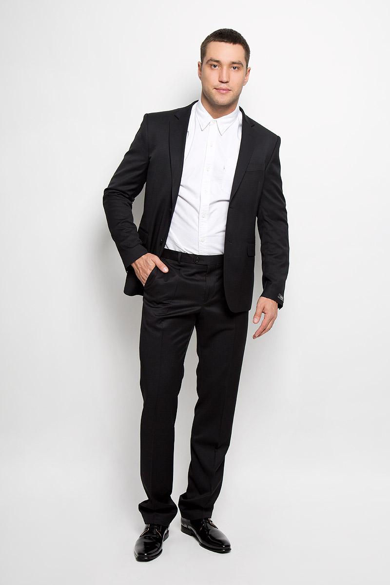 Брюки мужские BTC Slim, цвет: черный. 12.013978. Размер 50-18812.013978Мужские брюки BTC Slim, выполненные из высококачественного материала, займут достойное место в вашем гардеробе. Ткань изделия гладкая, тактильно приятная. Подкладка модели изготовлена из полиэстера.Брюки-слим застегиваются на крючок и пуговицы в поясе и имеют ширинку на застежке-молнии. На брюках предусмотрены шлевки для ремня. Спереди модель дополнена двумя втачными карманами со скошенными краями, а сзади - прорезным карманом на пуговице. Высокое качество кроя и пошива, актуальный дизайн придают изделию неповторимый стиль и индивидуальность. Брюки станут стильным дополнением к вашему образу!