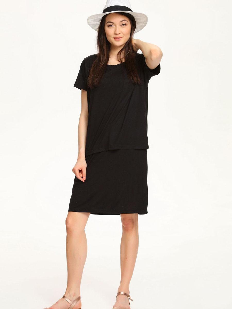 Платье Troll, цвет: черный. TSU0532CA. Размер M (46)TSU0532CAПлатье Troll выполнено из вискозы с добавлением полиэстера. Модель с круглым вырезом горловины и короткими рукавами. Платье-миди оформлено эффектом 2 в 1 и по футболке дополнено небольшими разрезами в боковых швах.