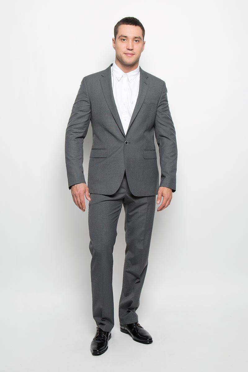 Пиджак мужской BTC Slim, цвет: серый. 12.013987. Размер 50-19412.013987Мужской пиджак BTC Slim изготовлен из высококачественного материала, обеспечивающего комфорт и удобство при носке. Подкладка изделия выполнена из полиэстера.Приталенный пиджак с длинными рукавами и отложным воротником с лацканами застегивается на пуговицу. Модель оснащена прорезным карманом на груди и двумя прорезными карманами с клапанами в нижней части изделия. Внутри расположены три прорезных кармана, один из которых застегивается на пуговицу. На спинке предусмотрена центральная шлица. Низ рукавов декорирован пуговицами.Стильный пиджак займет достойное место в вашем гардеробе!
