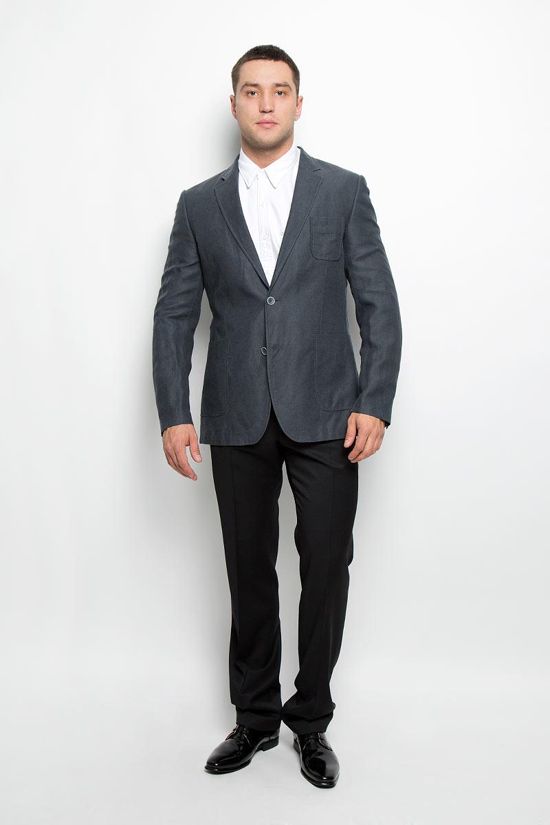 Пиджак мужской BTC, цвет: темно-серый. 12.013549. Размер 54-18212.013549Стильный мужской пиджак BTC изготовлен из высококачественного материала, обеспечивающего комфорт и удобство при носке. Ткань тактильно приятная, хорошо пропускает воздух. Подкладка изделия выполнена из ацетата и вискозы.Пиджак с длинными рукавами и отложным воротником с лацканами застегивается на две пуговицы. Модель оснащена небольшим накладным карманом на груди и двумя накладными карманами в нижней части изделия. Внутри расположены три прорезных кармана, один из которых застегивается на пуговицу. Спинка дополнена двумя шлицами. Низ рукавов декорирован пуговицами.Этот модный пиджак станет отличным дополнением к вашему гардеробу!