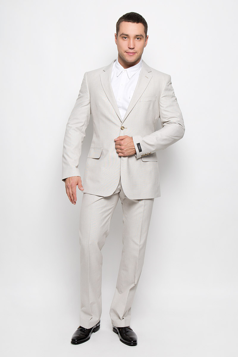 Костюм мужской BTC: пиджак, брюки, цвет: серо-бежевый. 12.013370. Размер 54-18212.013370Мужской костюм BTC, состоящий из пиджака и брюк, займет достойное место в вашем гардеробе. Костюм изготовлен из высококачественного материала. Подкладка модели выполнена из полиэстера.Пиджак с длинными рукавами и отложным воротником с лацканами застегивается на две пуговицы. Модель оснащена прорезным карманом на груди и двумя прорезными карманами с клапанами в нижней части изделия. С внутренней стороны находятся три прорезных кармана, один из которых застегивается на пуговицу. Низ рукавов декорирован пуговицами. Спинка дополнена двумя шлицами.Брюки со стрелками застегиваются на крючок и пуговицы в поясе и имеют ширинку на застежке-молнии. На брюках предусмотрены шлевки для ремня. Спереди модель дополнена двумя втачными карманами со скошенными краями, а сзади -прорезным карманом на пуговице. Этот модный и в то же время комфортный костюм - отличный вариант для офиса и торжеств. Такой костюм позволит выглядеть вам элегантно и стильно!