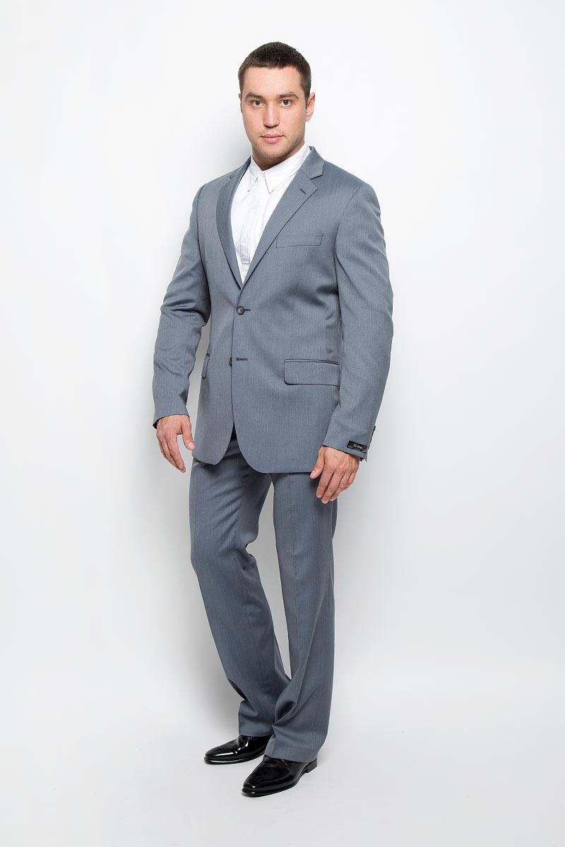 Костюм мужской BTC Modern: пиджак, брюки, цвет: серо-голубой. 12.013456. Размер 56-18812.013456Мужской костюм BTC Modern, выполненный из 100% шерсти, займет достойное место в вашем гардеробе. Костюм состоит из пиджака и брюк. Подкладка пиджака изготовлена из ткани с эффектом хамелеон, в состав которой входят вискоза и полиэстер.Пиджак с длинными рукавами и отложным воротником с лацканами застегивается на две пуговицы. Модель оснащена прорезным карманом на груди и двумя прорезными карманами с клапанами в нижней части изделия. С внутренней стороны находятся три прорезных кармана, один из которых застегивается на пуговицу. Низ рукавов декорирован пуговицами. Спинка дополнена двумя шлицами.Брюки со стрелками застегиваются на крючок и пуговицы в поясе и имеют ширинку на застежке-молнии. На брюках предусмотрены шлевки для ремня. Спереди модель дополнена двумя втачными карманами со скошенными краями, а сзади -прорезным карманом на пуговице. Высокое качество кроя и пошива, актуальный дизайн и расцветка придают изделию неповторимый стиль и индивидуальность. Такой костюм идеально подойдет для стильных мужчин, следящих за последними трендами.