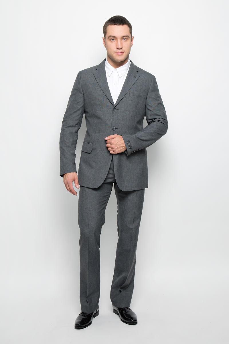 Костюм мужской BTC Modern: пиджак, брюки, цвет: серый. 12.013371. Размер 54-18212.013371Мужской костюм BTC Modern, состоящий из пиджака и брюк, выполнен из полиэстера и вискозы. Подкладка модели изготовлена из полиэстера.Пиджак с длинными рукавами и отложным воротником с лацканами застегивается на три пуговицы. Модель оснащена прорезным карманом на груди и двумя прорезными карманами с клапанами в нижней части изделия. С внутренней стороны находятся три прорезных кармана, один из которых застегивается на пуговицу. Низ рукавов декорирован пуговицами. Спинка дополнена центральной шлицей. Брюки со стрелками застегиваются на крючок и пуговицы в поясе и имеют ширинку на застежке-молнии. На брюках предусмотрены шлевки для ремня. Спереди модель дополнена двумя втачными карманами со скошенными краями, а сзади -прорезным карманом на пуговице. Высокое качество кроя и пошива, актуальный дизайн и расцветка придают изделию неповторимый стиль и индивидуальность. Такой костюм идеально подойдет для стильных мужчин, следящих за последними трендами.