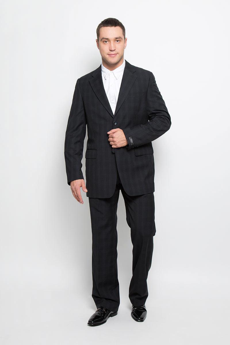 Костюм мужской BTC Comfort: пиджак, брюки, цвет: черно-синий. 12.013969. Размер 54-18212.013969Мужской костюм BTC Comfort, выполненный из 100% шерсти, займет достойное место в вашем гардеробе. Костюм состоит из пиджака и брюк. Подкладка пиджака изготовлена из ткани с эффектом хамелеон, в состав которой входят вискоза и полиэстер. Подкладка брюк выполнена из полиэстера. Пиджак с длинными рукавами и отложным воротником с лацканами застегивается на две пуговицы. Модель оснащена прорезным карманом на груди и двумя прорезными карманами с клапанами в нижней части изделия. С внутренней стороны находятся три прорезных кармана, один из которых застегивается на пуговицу. Низ рукавов декорирован пуговицами. Спинка дополнена центральной шлицей.Брюки со стрелками застегиваются на крючок и пуговицы в поясе и имеют ширинку на застежке-молнии. На брюках предусмотрены шлевки для ремня. Спереди модель дополнена двумя втачными карманами со скошенными краями, а сзади -прорезным карманом на пуговице. Оформлен костюм принтом в клетку. Этот модный и в то же время комфортный костюм - отличный вариант для офиса и торжеств. Такой костюм позволит выглядеть вам элегантно и стильно!