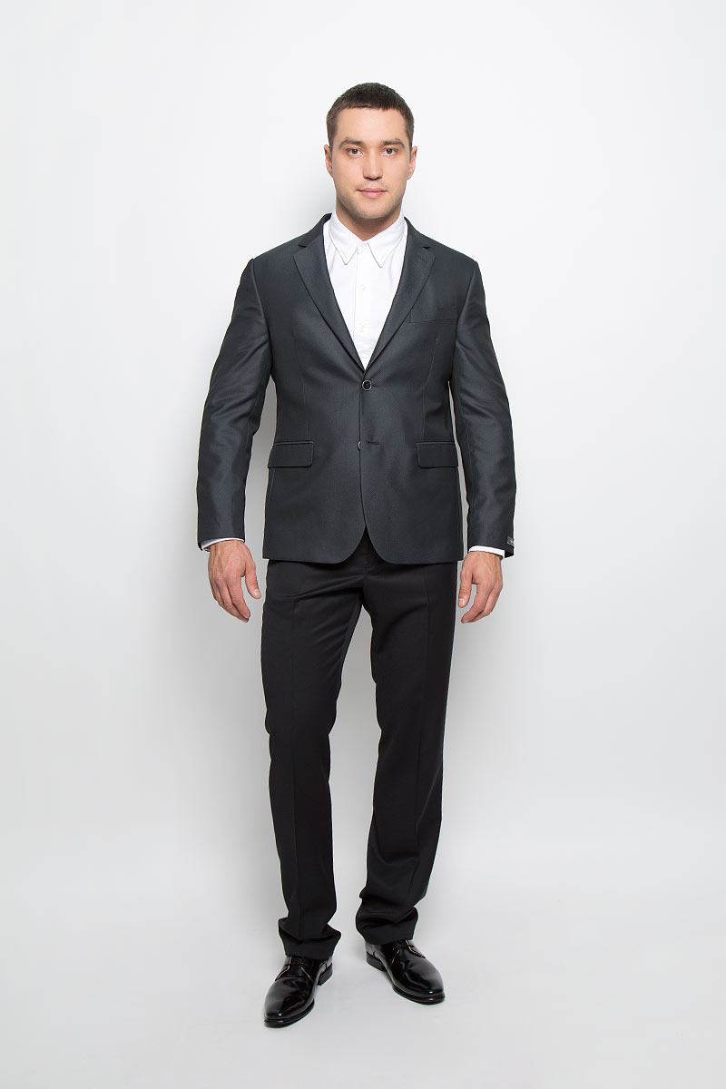 Пиджак мужской BTC Slim, цвет: черный, серый. 12.013421. Размер 54-18212.013421Мужской пиджак BTC Slim изготовлен из высококачественного материала, обеспечивающего комфорт и удобство при носке. Подкладка изделия выполнена из полиэстера.Приталенный пиджак с длинными рукавами и отложным воротником с лацканами застегивается на две пуговицы. Модель оснащена прорезным карманом на груди и двумя прорезными карманами с клапанами в нижней части изделия. Внутри расположены три прорезных кармана, один из которых застегивается на пуговицу. На спинке предусмотрена шлица, расположенная в среднем шве. Низ рукавов декорирован пуговицами.Стильный пиджак станет отличным дополнением к вашему гардеробу!