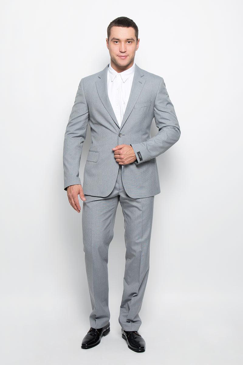 Костюм мужской BTC: пиджак, брюки, цвет: светло-серый. 12.013372. Размер 50-18812.013372Мужской костюм BTC, состоящий из пиджака и брюк, займет достойное место в вашем гардеробе. Костюм изготовлен из высококачественного материала. Подкладка модели выполнена из полиэстера.Пиджак с длинными рукавами и отложным воротником с лацканами застегивается на две пуговицы. Модель оснащена прорезным карманом на груди и двумя прорезными карманами с клапанами в нижней части изделия. С внутренней стороны находятся три прорезных кармана, один из которых застегивается на пуговицу. Низ рукавов декорирован пуговицами. Спинка дополнена двумя шлицами.Брюки со стрелками застегиваются на крючок и пуговицы в поясе и имеют ширинку на застежке-молнии. На брюках предусмотрены шлевки для ремня. Спереди модель дополнена двумя втачными карманами со скошенными краями, а сзади -прорезным карманом на пуговице. Этот модный и в то же время комфортный костюм - отличный вариант для офиса и торжеств. Такой костюм позволит выглядеть вам элегантно и стильно!