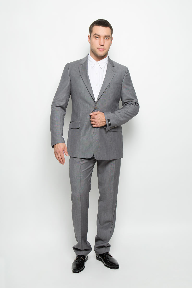 Костюм мужской BTC Modern: пиджак, брюки, цвет: серый. 12.013317. Размер 56-17612.013317Мужской костюм BTC Modern, выполненный из шерсти с добавлением мохера, займет достойное место в вашем гардеробе. Костюм состоит из пиджака и брюк. Подкладка модели изготовлена из комбинации вискозы и ацетата.Пиджак с длинными рукавами и отложным воротником с лацканами застегивается на две пуговицы. Модель оснащена прорезным карманом на груди и двумя прорезными карманами с клапанами в нижней части изделия. С внутренней стороны находятся четыре прорезных кармана. На рукавах имеются застежки-пуговицы. Спинка дополнена центральной шлицей.Брюки со стрелками застегиваются на крючок и пуговицы в поясе и имеют ширинку на застежке-молнии. На брюках предусмотрены шлевки для ремня. Спереди модель дополнена двумя втачными карманами со скошенными краями, а сзади -двумя прорезными карманами на пуговицах. Высокое качество кроя и пошива, актуальный дизайн и расцветка придают изделию неповторимый стиль и индивидуальность. Такой костюм идеально подойдет для стильных мужчин, следящих за последними трендами.