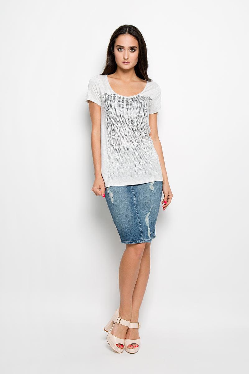 Футболка женская Calvin Klein Jeans, цвет: светло-серый. J2EJ204297_1720. Размер XL (50/52)J2EJ204297_1720Женская футболка Calvin Klein Jeans, выполненная из 100% вискозы, поможет создать отличный современный образ в стиле Casual. Футболка с V-образным вырезом горловины и короткими рукавами. Модель оформлена оригинальной термоаппликацией.Такая футболка станет стильным дополнением к вашему гардеробу, она подарит вам комфорт в течение всего дня!