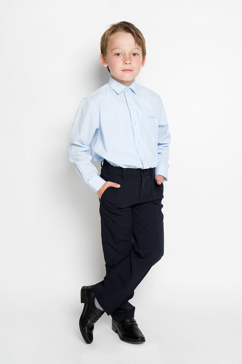 Рубашка для мальчика Tsarevich, цвет: голубой. 1274. Размер 32/134-140, 9-11 лет1274Стильная рубашка для мальчика Tsarevich идеально подойдет вашему юному мужчине. Изготовленная из хлопка с добавлением полиэстера, она мягкая и приятная на ощупь, не сковывает движения и позволяет коже дышать, не раздражает даже самую нежную и чувствительную кожу ребенка, обеспечивая ему наибольший комфорт. Однотонная рубашка классического кроя с длинными рукавами и отложным воротничком застегивается по всей длине на пуговицы. На груди она дополнена накладным карманом. Края рукавов дополнены широкими манжетами на пуговицах. Низ изделия немного закруглен к боковым швам.Такая рубашка будет прекрасно смотреться с брюками и джинсами. Она станет неотъемлемой частью детского гардероба.