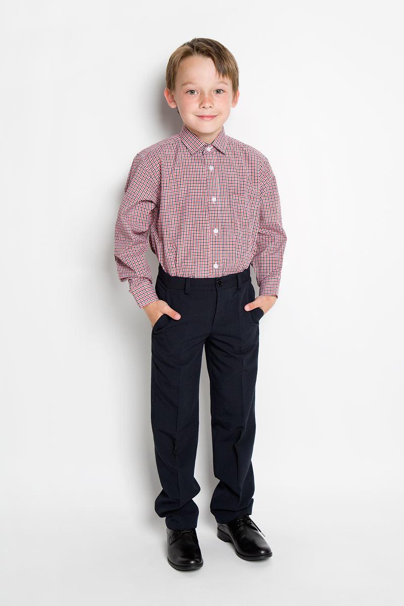 Рубашка для мальчика Tsarevich, цвет: белый, красный, темно-синий. Graf 28-25. Размер 34/152-158, 12-13 летGraf 28-25Стильная рубашка для мальчика Tsarevich идеально подойдет вашему юному мужчине. Изготовленная из хлопка с добавлением полиэстера, она мягкая и приятная на ощупь, не сковывает движения и позволяет коже дышать, не раздражает даже самую нежную и чувствительную кожу ребенка, обеспечивая ему наибольший комфорт. Рубашка классического кроя с длинными рукавами и отложным воротничком застегивается по всей длине на пуговицы. На груди она дополнена накладным карманом. Края рукавов дополнены широкими манжетами на пуговицах. Низ изделия немного закруглен к боковым швам. Модель оформлена принтом в мелкую цветную клетку. Внутренняя сторона манжет и воротника, а также планка с пуговицами выполнены в контрастном цвете.Такая рубашка будет прекрасно смотреться с брюками и джинсами. Она станет неотъемлемой частью детского гардероба.
