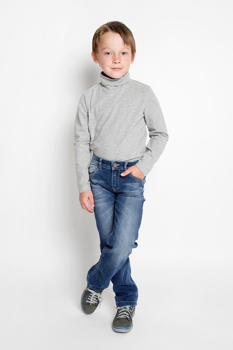 Джинсы для мальчика Silver Spoon Casual, цвет: синий. SCFSB-634-16201-050 мод.M2-001. Размер 92SCFSB-634-16201-050 мод.M2-001Стильные джинсы для мальчика Silver Spoon Casual идеально подойдут юному моднику для отдыха и прогулок. Изготовленные из эластичного хлопка, они мягкие и приятные на ощупь, позволяют коже дышать, не стесняют движений.Модель на талии застегивается на металлическую пуговицу и имеет ширинку на застежке-молнии, а также шлевки для ремня. С внутренней стороны пояс регулируется скрытой резинкой на пуговицах. Спереди расположены два втачных кармана и один маленький накладной, сзади - два накладных кармана, украшенных вышивкой. Изделие оформлено эффектом потертости, перманентными складками и прострочкой.Современный дизайн и расцветка делают эти джинсы модным предметом детской одежды. Обладатель таких джинсов всегда будет в центре внимания!
