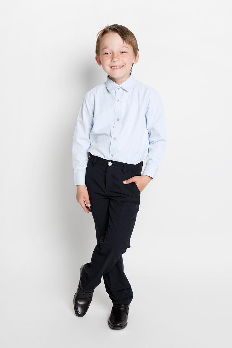 Рубашка для мальчика Scool, цвет: голубой. 363034. Размер 152, 12 лет363034Рубашка для мальчика Scool, выполненная из хлопка и полиэстера, отлично сочетается как с джинсами, так и с классическими брюками. Материал изделия мягкий и тактильно приятный, не сковывает движения и обладает высокими дышащими свойствами.Рубашка с длинными рукавами и отложным воротником застегивается спереди на пуговицы по всей длине. Модель имеет прямой силуэт. На манжетах также предусмотрены застежки-пуговицы.Современный дизайн и высокое качество исполнения принесут удовольствие от покупки и подарят отличное настроение!