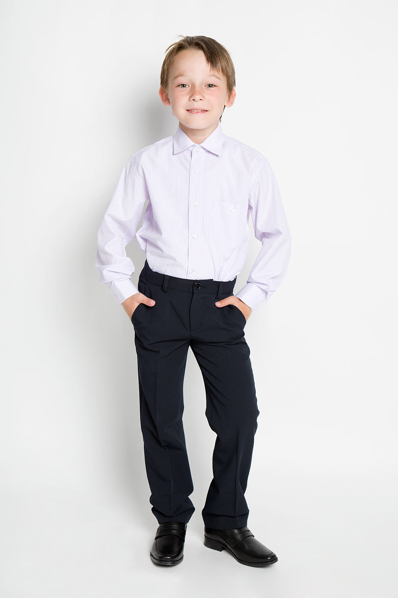 Рубашка для мальчика Tsarevich, цвет: белый, розовый, голубой. Vizart 8. Размер 34/146-152, 12-13 летVizart 8Стильная рубашка для мальчика Tsarevich идеально подойдет вашему юному мужчине. Изготовленная из хлопка с добавлением полиэстера, она мягкая и приятная на ощупь, не сковывает движения и позволяет коже дышать, не раздражает даже самую нежную и чувствительную кожу ребенка, обеспечивая ему наибольший комфорт. Рубашка классического кроя с длинными рукавами и отложным воротничком застегивается по всей длине на пуговицы. На груди она дополнена накладным карманом на пуговице. Края рукавов дополнены широкими манжетами на пуговицах. Низ изделия немного закруглен к боковым швам. Модель оформлена принтом в тонкую цветную полоску.Такая рубашка будет прекрасно смотреться с брюками и джинсами. Она станет неотъемлемой частью детского гардероба.