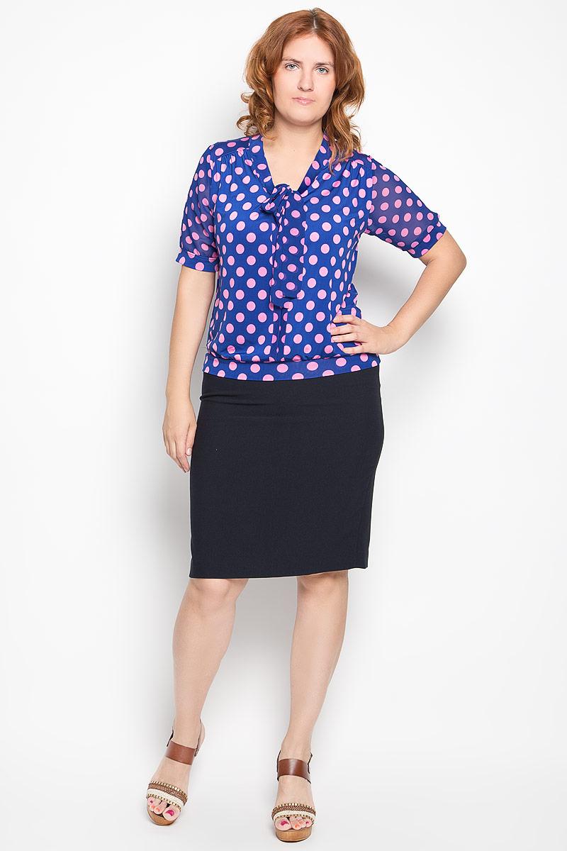 Блузка женская Milana Style, цвет: синий, розовый. 1280-722м. Размер XL (50)1280-722мСтильная блузка Milana Style, выполненная из эластичного полиэстера, подчеркнет ваш уникальный стиль и поможет создать оригинальный женственный образ. Материал очень легкий, мягкий и приятный на ощупь, не сковывает движения и хорошо вентилируется. Блузка с короткими полупрозрачными рукавами и воротником-аскот оформлена принтом в горох. Рукава и низ изделия дополнены эластичными манжетами. На воротнике имеются завязки, превращающиеся в элегантный бант.Модная блузка займет достойное место в вашем гардеробе.