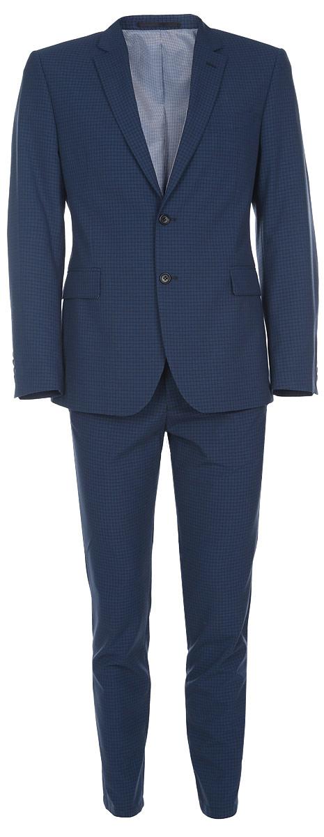 Костюм мужской BTC Slim: пиджак, брюки, цвет: темно-синий. 12.015732. Размер 48-18212.015732Мужской костюм BTC Slim, выполненный из высококачественного материала, займет достойное место в вашем гардеробе. Костюм состоит из пиджака и брюк. Подкладка изделия изготовлена из полиэстера. Приталенный пиджак с длинными рукавами и отложным воротником с лацканами застегивается на две пуговицы. Модель оснащена прорезным карманом на груди и двумя прорезными карманами с клапанами в нижней части изделия. С внутренней стороны находятся три прорезных кармана, один из которых застегивается на пуговицу. На спинке предусмотрена центральная шлица. Низ рукавов декорирован пуговицами.Брюки-слим застегиваются на крючок и пуговицу в поясе и имеют ширинку на застежке-молнии. На брюках предусмотрены шлевки для ремня. Спереди модель дополнена двумя прорезными карманами. Сзади расположены два прорезных кармана с клапанами на пуговицах. Костюм оформлен принтом в клетку. Высокое качество кроя и пошива, актуальный дизайн и расцветка придают изделию неповторимый стиль и индивидуальность. Такой костюм идеально подойдет для стильных мужчин, следящих за последними трендами.