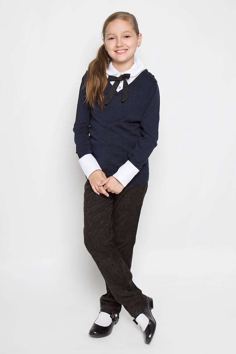 Джемпер для девочки Nota Bene, цвет: темно-синий, белый. AW15GS127B-29. Размер 158AW15GS127B-29Вязанный джемпер для девочки Nota Bene идеально подойдет для школы и повседневной носки. Изготовленный из вискозы с добавлением хлопка, он необычайно мягкий и приятный на ощупь, не сковывает движения малышки и позволяет коже дышать, не раздражает даже самую нежную и чувствительную кожу ребенка, обеспечивая ему наибольший комфорт. Модель с длинными рукавами и со съемным отложным воротником в верхней части застегивается на три пуговицы. Низ рукавов дополнен съемными манжетами. В комплект входят также манжеты и воротник оформленные вставками из гипюра.Такой джемпер будет прекрасно сочетаться со школьной формой, обеспечивая тепло и комфорт.