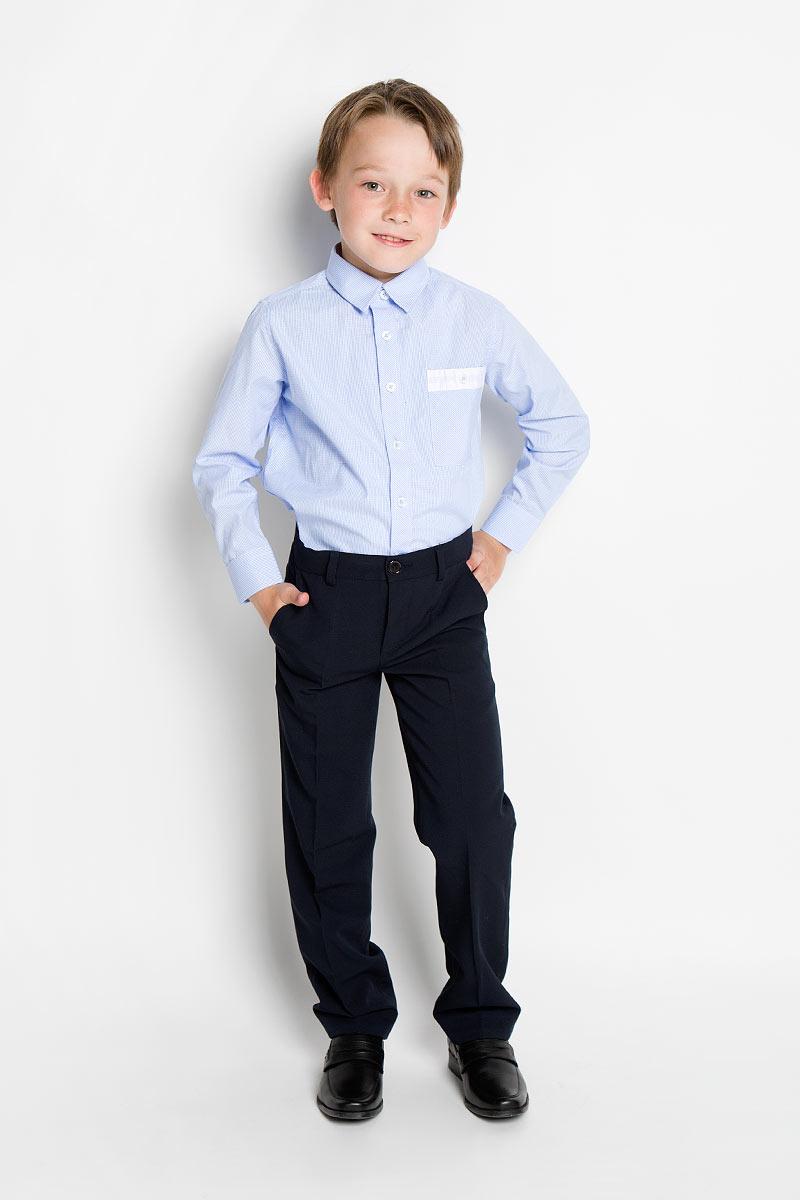 Рубашка для мальчика Scool, цвет: голубой. 363031. Размер 146, 11 лет363031Стильная рубашка для мальчика Scool идеально подойдет вашему ребенку. Изготовленная из хлопка с добавлением полиэстера, она мягкая и приятная на ощупь, не сковывает движения и позволяет коже дышать, не раздражает даже самую нежную и чувствительную кожу ребенка, обеспечивая ему наибольший комфорт. Рубашка классического кроя с длинными рукавами и отложным воротничком застегивается на пуговицы. Низ рукавов дополнен манжетами на пуговицах. На груди расположен небольшой накладной карман с застежкой на пуговицу.Современный дизайн и модная расцветка делают эту рубашку стильным предметом детского гардероба. Ее можно носить как с джинсами, так и с классическими брюками.