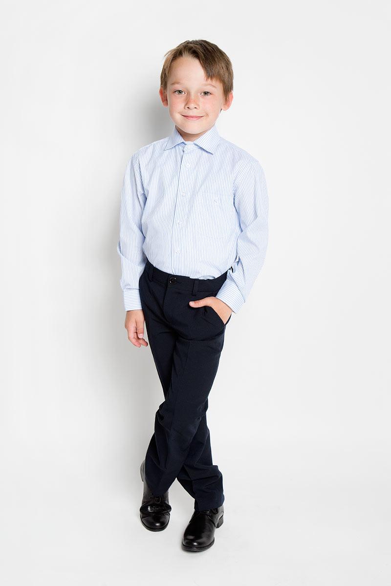 Рубашка для мальчика Tsarevich, цвет: белый, голубой. Alex 86. Размер 34/146-152, 12-13 летAlex 86Стильная рубашка для мальчика Tsarevich идеально подойдет для школы. Изготовленная из хлопка с добавлением полиэстера, она необычайно мягкая, легкая и приятная на ощупь, не сковывает движения и позволяет коже дышать, не раздражает даже самую нежную и чувствительную кожу ребенка, обеспечивая ему наибольший комфорт. Рубашка классического кроя с длинными рукавами и отложным воротничком застегивается на пуговицы, на груди она дополнена небольшим накладным кармашком на пуговице. Рукава имеют широкие манжеты, также застегивающиеся на пуговицу. Оформлено изделие принтом в полоску.Такая рубашка - незаменимая вещь для школьной формы, отлично сочетается с брюками, жилетами и пиджаками.