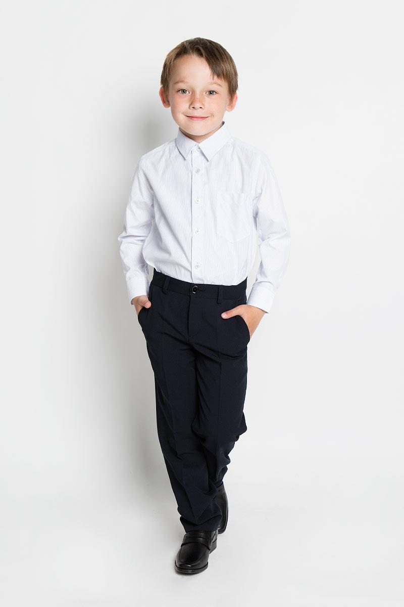 Рубашка для мальчика Scool, цвет: белый, голубой, светло-серый. 363033. Размер 152, 12 лет363033Рубашка для мальчика Scool, выполненная из хлопка и полиэстера, отлично сочетается как с джинсами, так и с классическими брюками. Материал изделия мягкий и тактильно приятный, не сковывает движения и обладает высокими дышащими свойствами.Рубашка с длинными рукавами и отложным воротником застегивается спереди на пуговицы по всей длине. На манжетах также предусмотрены застежки-пуговицы. Модель имеет прямой силуэт. На груди рубашка дополнена накладным карманом. Оформлено изделие принтом в полоску. Современный дизайн и высокое качество исполнения принесут удовольствие от покупки и подарят отличное настроение!