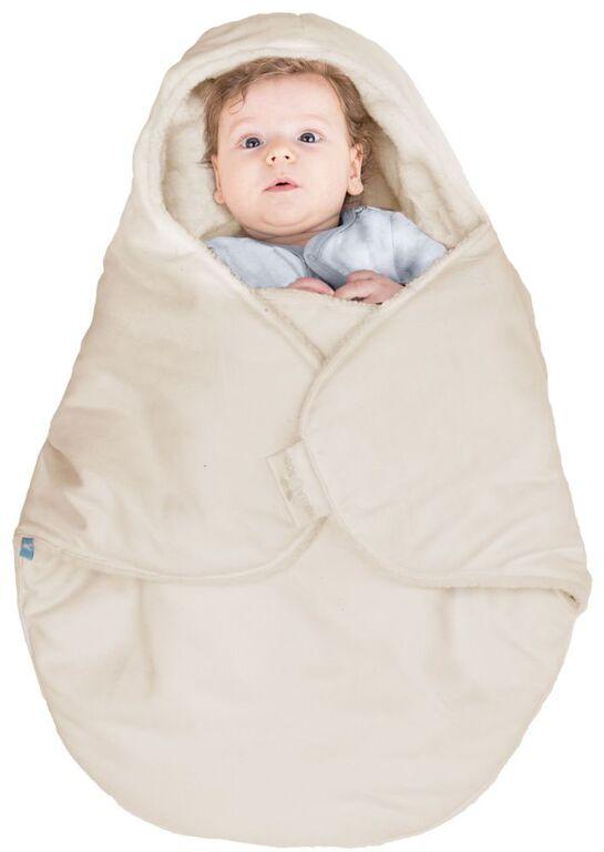 Конверт-кокон для новорожденного Wallaboo, цвет: молочный. BCN.0815.4807. Размер 0месBCN.0815.4807Конверт-кокон для новорожденного Wallaboo выполнен из высококачественной искусственной замши, имеет подкладку из искусственного меха на основе полиэстера. Конверт утеплен синтепоном. Он подойдет для малышей с самого рождения. Верхняя часть конверта выполнена в виде капюшона, она бережно обхватывает голову малыша и не даст ему замерзнуть. Ножки ребенка всегда будут в тепле благодаря удобному откидывающемуся клапану. Конверт не имеет застежек, что обеспечивает дополнительную безопасность при использовании. Такой конверт не ограничивает движения малыша и подарит ему чувство комфорта. Такой конверт подойдет для большинства колясок и детских сидений.