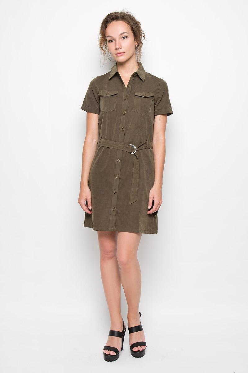 Платье Glamorous, цвет: хаки. CK2900. Размер S (44)CK2900_KhakiПлатье-рубашка Glamorous станет модным и стильным дополнением к вашему гардеробу. Выполненное из полиэстера, оно легкое и приятное на ощупь, не сковывает движений, хорошо вентилируется.Модель с отложным воротником и короткими рукавами с отворотами застегивается на пуговицы по всей длине изделия. На груди расположены накладные карманы с клапанами на пуговицах. Пояс дополнен шлевками и текстильным ремешком с металлическими фиксаторами.Эффектное платье поможет создать привлекательный образ в стиле Casual, а также подарит вам комфорт.