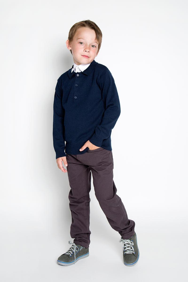 Джемпер для мальчика Scool, цвет: темно-синий. 363012. Размер 128, 8 лет363012Модный джемпер для мальчика Scool подарит вашему ребенку комфорт и удобство в прохладные дни. Изготовленный из хлопка с добавлением акрила и эластана, он необычайно мягкий и приятный на ощупь, не сковывает движения малыша и позволяет коже дышать, не раздражает даже самую нежную и чувствительную кожу ребенка, обеспечивая наибольший комфорт. Модель с длинными рукавами и воротником-стойкой превосходно тянется и отлично сидит. Джемпер спереди застегивается на три пуговицы. Горловина, манжеты рукавов и низ джемпера связаны резинкой. Оригинальный современный дизайн и модная расцветка делают этот джемпер модным и стильным предметом детского гардероба. В нем ваш малыш будет чувствовать себя уютно и комфортно и всегда будет в центре внимания!