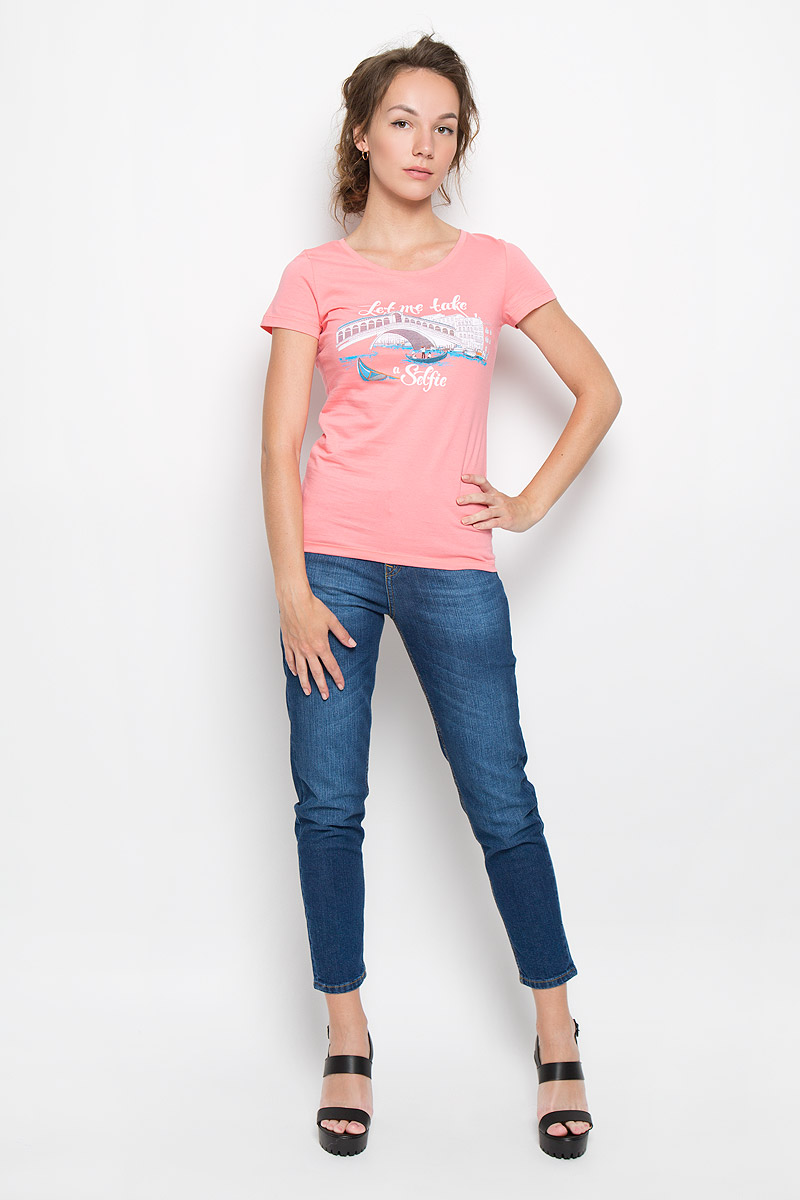 Футболка женская F5 Selfie, цвет: коралловый. 160081_12380. Размер M (46)160081_12380_coralСтильная женская футболка F5 Selfie, выполненная из натурального хлопка, обладает высокой теплопроводностью, воздухопроницаемостью и гигроскопичностью, позволяет коже дышать. Модель с короткими рукавами и круглым вырезом горловины - идеальный вариант для создания стильного современного образа. Футболка оформлена оригинальным принтом с изображением моста и надписи Let me take a selfie.Такая модель подарит вам комфорт в течение всего дня и послужит замечательным дополнением к вашему гардеробу.