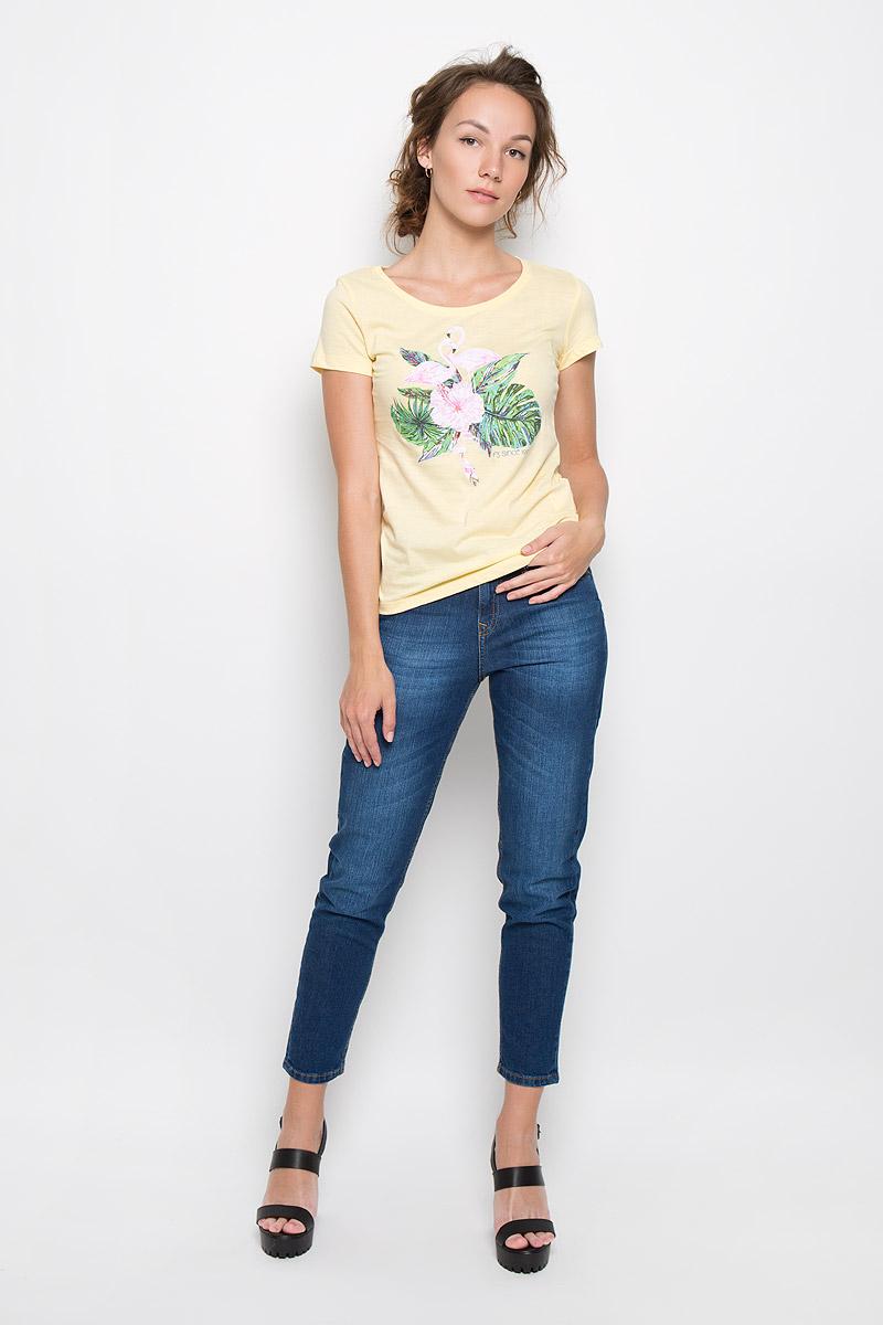 Футболка женская F5 Flamingo, цвет: светло-желтый. 160092_12380. Размер M (46)160092_12380Стильная женская футболка F5 Flamingo, выполненная из натурального хлопка, обладает высокой теплопроводностью, воздухопроницаемостью и гигроскопичностью, позволяет коже дышать. Модель с короткими рукавами и круглым вырезом горловины - идеальный вариант для создания стильного современного образа. Футболка оформлена оригинальным принтом с изображением фламинго в цветах.