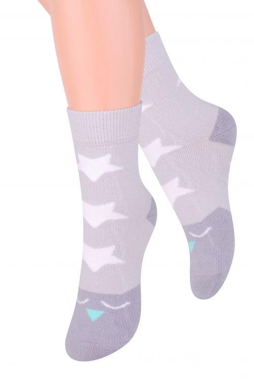 Носки для девочки Steven, цвет: серый, белый, бирюзовый. 014 (DO216). Размер 32/34, 7-9 лет014 (DO216)/014 (DN216)Носки для девочки Stevenотлично подойдут для повседневной носки.Изделие оформлено рисунком в виде звездочек по всему паголенку и мысу.Они изготовлены из высококачественного материала, очень мягкие на ощупь, не раздражают даже самую нежную и чувствительную кожу. Такие носки послужат замечательным дополнением к детскому гардеробу!