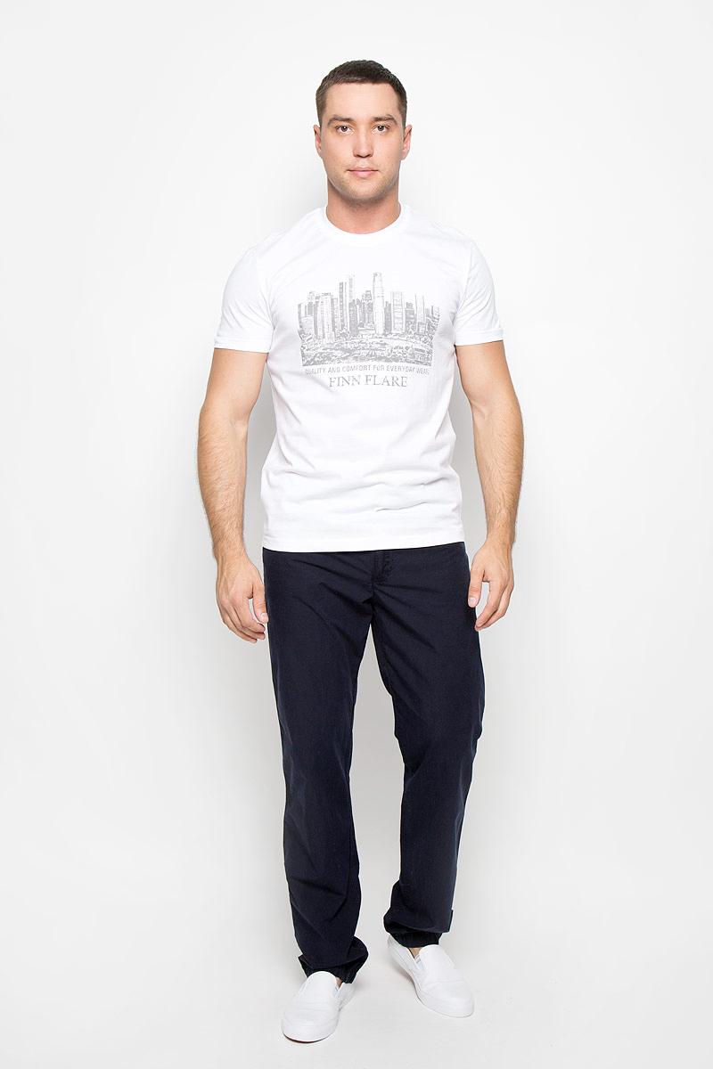 Футболка мужская Finn Flare, цвет: белый. S16-21020_201. Размер L (50)S16-21020_201Стильная мужская футболка Finn Flare, выполненная из высококачественного натурального хлопка, обладает высокой теплопроводностью, воздухопроницаемостью и гигроскопичностью, позволяет коже дышать и великолепно отводит влагу, оставляя тело сухим. Такая футболка превосходно подойдет для занятий спортом и активного отдыха. Модель с короткими рукавами и круглым вырезом горловины - идеальный вариант для создания образа в стиле Casual. Футболка декорирована оригинальным принтом и надписями на английском языке.Такая модель подарит вам комфорт в течение всего дня и послужит замечательным дополнением к вашему гардеробу.