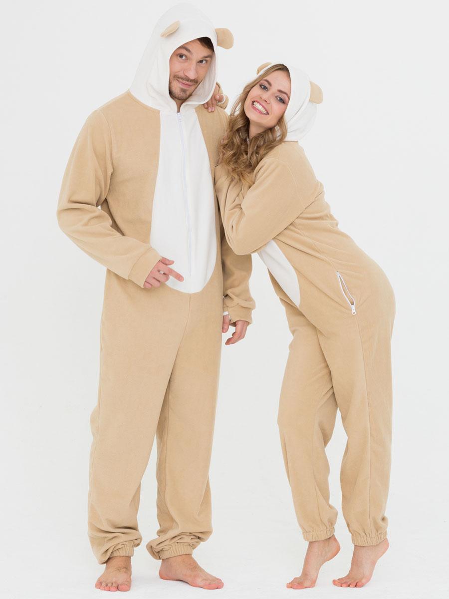 Пижама Футужама, цвет: бежевый, белый. 10402381. Размер L (50)10402381Слитная пижама от Футужама выполнена из мягкого флиса. Модель на застежке-молнии. Капюшон дополнен ушками, боковые стороны - карманами на застежках-молниях. Манжеты оформлены прорезью для большого пальца, низ брючины - эластичной резинкой.