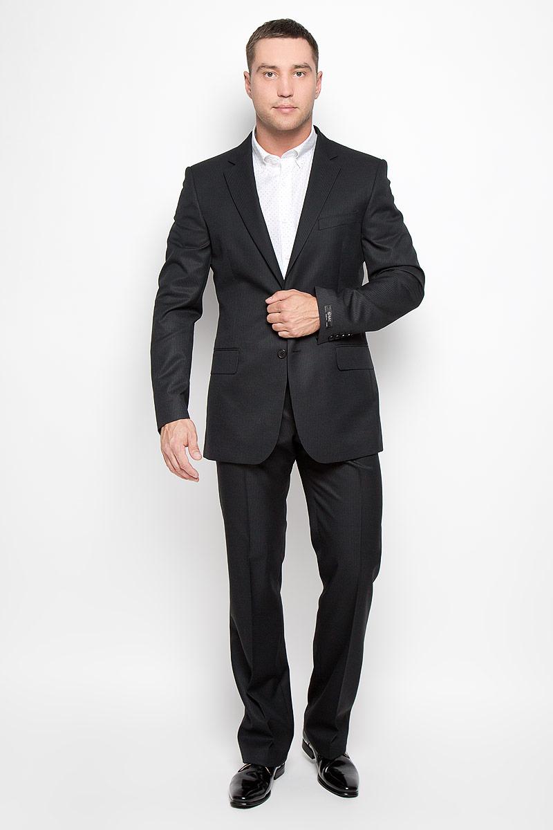 Костюм мужской BTC Modern: пиджак, брюки, цвет: черный. 12.013974. Размер 54-17612.013974Мужской костюм BTC Modern, состоящий из пиджака и брюк, займет достойное место в вашем гардеробе. Костюм изготовлен из высококачественного материала. Ткань изделия гладкая, тактильно приятная. Подкладка модели выполнена из полиэстера.Пиджак с длинными рукавами и отложным воротником с лацканами застегивается на две пуговицы. Модель оснащена прорезным карманом на груди и двумя прорезными карманами с клапанами в нижней части изделия. С внутренней стороны находятся три прорезных кармана, один из которых застегивается на пуговицу. Низ рукавов декорирован пуговицами. Спинка дополнена двумя шлицами.Брюки со стрелками застегиваются на крючок и пуговицы по поясу и имеют ширинку на застежке-молнии. На брюках предусмотрены шлевки для ремня. Спереди модель дополнена двумя втачными карманами со скошенными краями, а сзади -одним прорезным карманом на пуговице. Этот модный и в то же время комфортный костюм - отличный вариант для офиса и торжеств. Такой костюм позволит выглядеть вам элегантно и стильно!