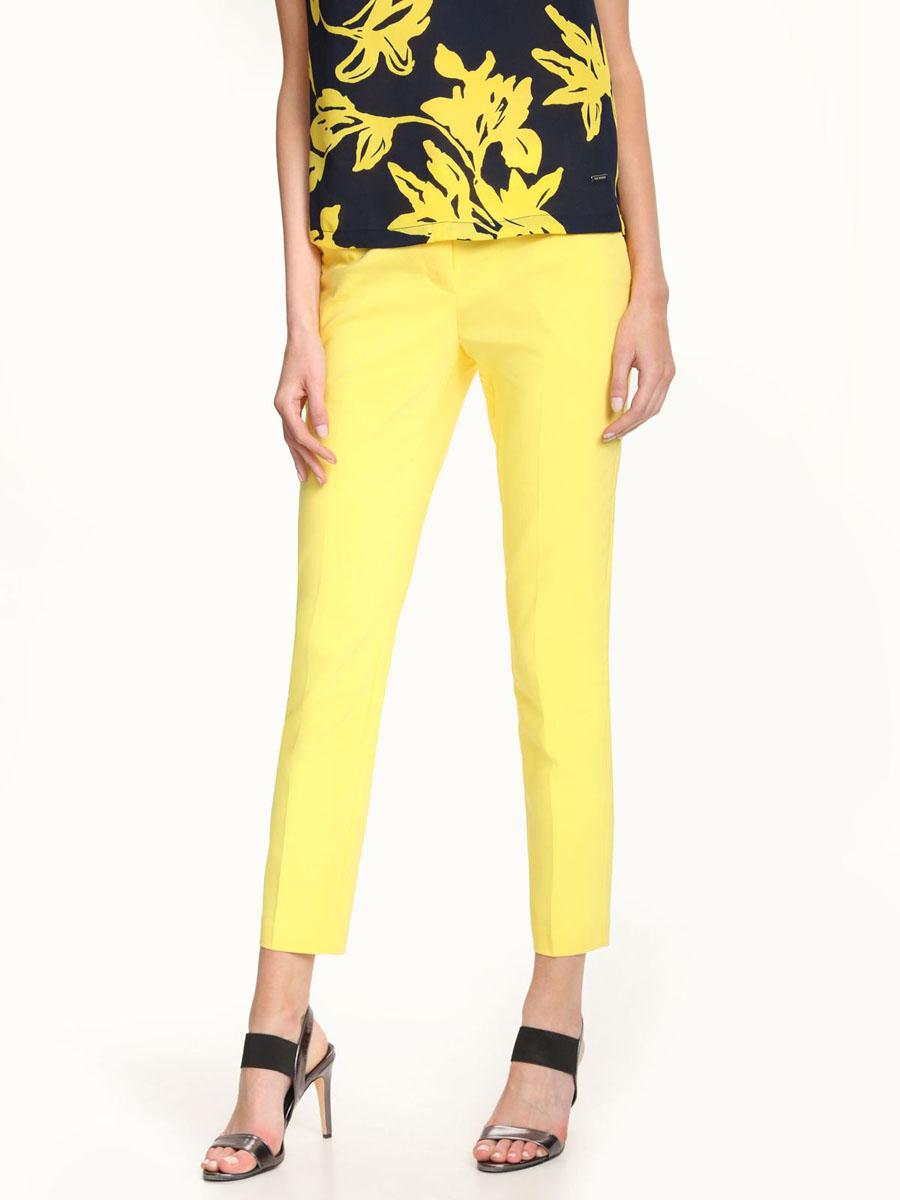 Брюки женские Top Secret, цвет: ярко-желтый. SSP2247ZO. Размер 38 (44)SSP2247ZOЖенские брюки Top Secret выполнены из хлопка с добавлением полиэстера и эластана. Модель слегка зауженного к низу кроя по поясу застегивается на пуговицу и крючок и имеет ширинку на застежке-молнии. Спереди расположено два втачных кармана с косыми срезами. Брюки оформлены имитациями прорезных карманов.