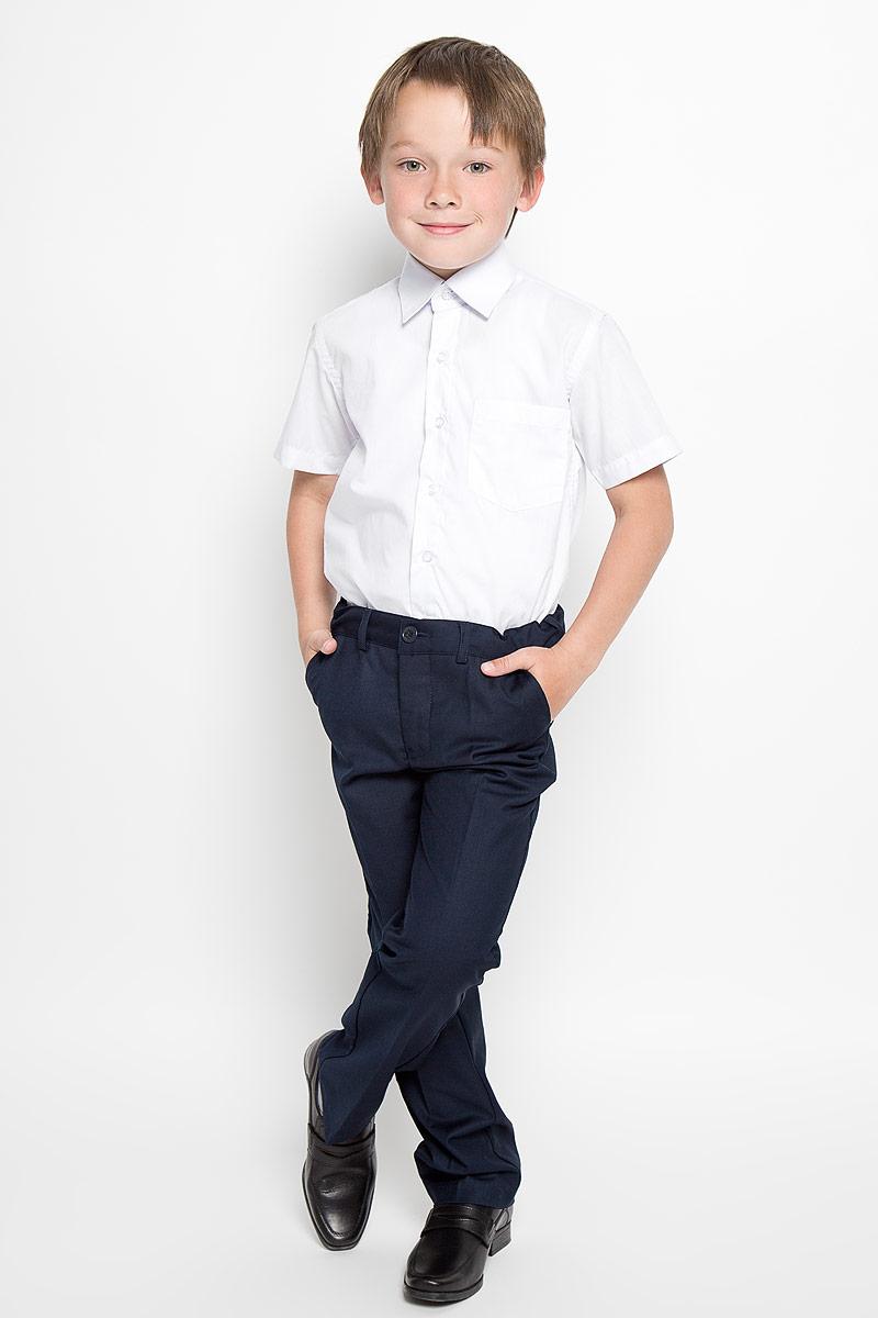 Рубашка для мальчика Nota Bene, цвет: белый. CWR16001B-1. Размер 158CWR16001A-1/CWR16001B-1Стильная рубашка для мальчика Nota Bene с короткими рукавами идеально подойдет вашему ребенку. Изготовленная из хлопка с добавлением полиэстера, она мягкая и приятная на ощупь, не сковывает движения и позволяет коже дышать, не раздражает даже самую нежную и чувствительную кожу ребенка, обеспечивая ему наибольший комфорт. Рубашка классического кроя с отложным воротничком застегивается на пуговицы по всей длине. Низ изделия закруглен. Модель дополнена небольшим накладным нагрудным карманом.Оригинальный современный дизайн и модная расцветка делают эту рубашку стильным предметом детского гардероба. Ее можно носить как с джинсами, так и с классическими брюками.