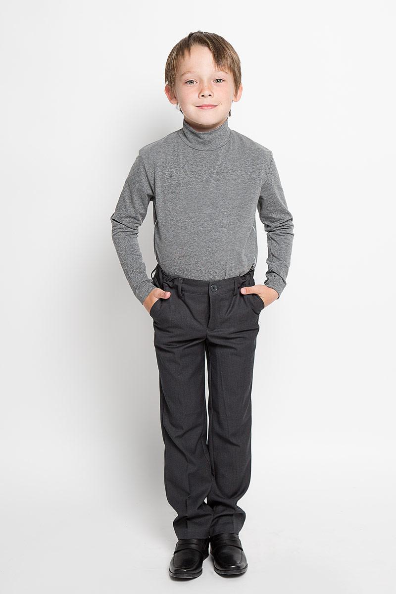 Брюки для мальчика Scool, цвет: темно-серый. 363022. Размер 158, 13 лет363022Классические брюки для мальчика Scool идеально подойдут вашему ребенку для школьного гардероба. Изготовленные из полиэстера с добавлением вискозы, они необычайно мягкие и приятные на ощупь, не сковывают движения и позволяют коже дышать, не раздражают нежную кожу ребенка, обеспечивая ему наибольший комфорт. Брюки классического кроя на талии имеют пояс на пуговице, также имеются шлевки для ремня и ширинка на металлической застежке-молнии. С внутренней стороны пояс можно утянуть скрытой резинкой на пуговицах. Спереди брюки дополнены двумя втачными карманами с косыми краями, а сзади - одним прорезным карманом на пуговице. Оформлены брюки заутюженными стрелками. Эта универсальная модель, подходящая под различные варианты жакетов, пиджаков, джемперов и водолазок.