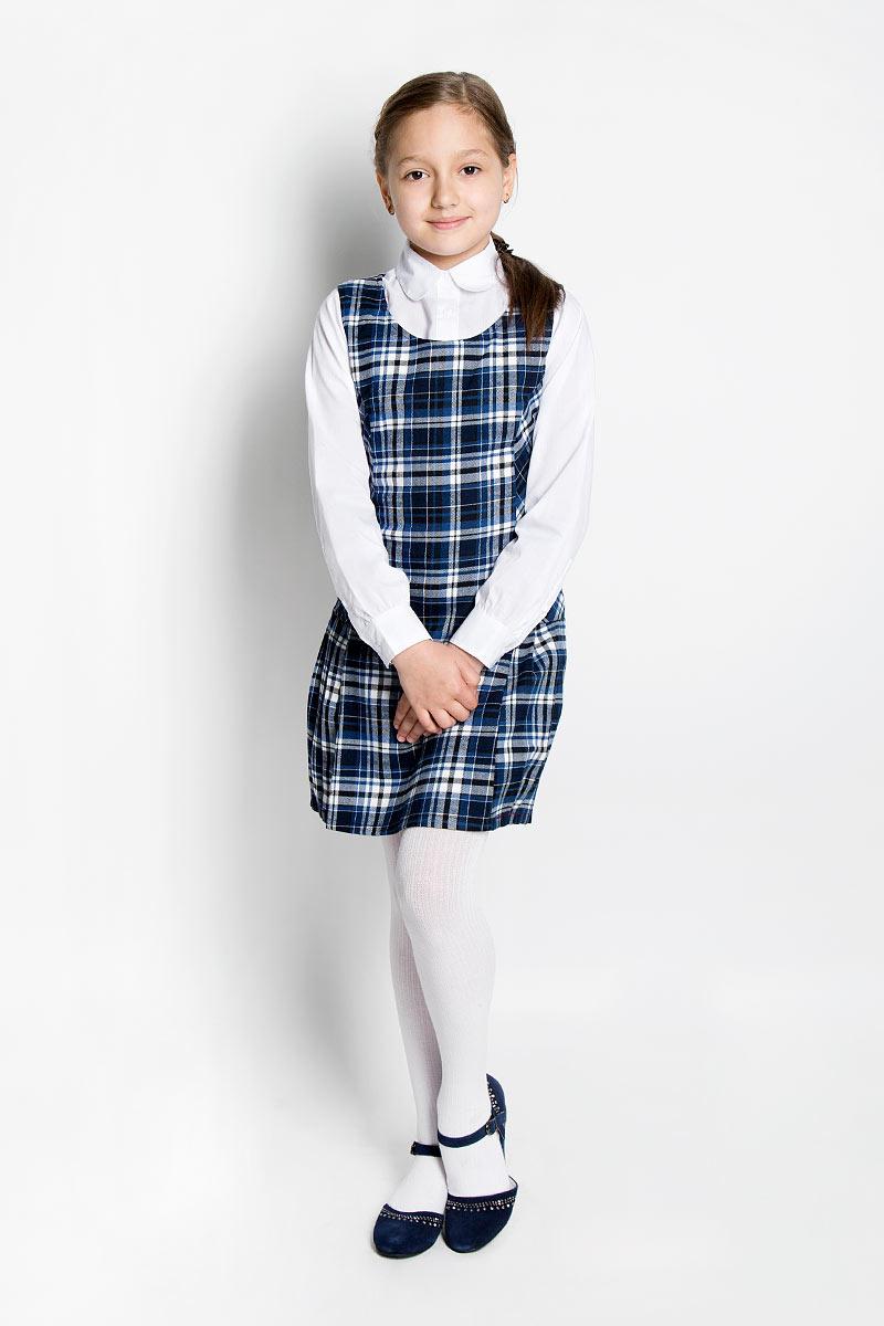 Сарафан для девочки Scool, цвет: темно-синий, белый. 364032. Размер 128, 8 лет364032Классический сарафан для девочки Scool - базовая вещь в школьном гардеробе ребенка. Изготовленный из высококачественного материала с подкладкой, он необычайно мягкий и приятный на ощупь, не сковывает движения и позволяет коже дышать, не раздражает даже самую нежную и чувствительную кожу ребенка, обеспечивая ему наибольший комфорт. Сарафан в строгую клетку с круглым вырезом горловины на спинке застегивается на потайную застежку-молнию. По бокам отходят складочки, обеспечивающие комфортный свободный силуэт. Несмотря на лаконичность решения, он не кажется скучным.Являясь важным атрибутом школьной моды, в сочетании с любой водолазкой, футболкой, блузкой, сарафан выглядит очень изысканно и деликатно.