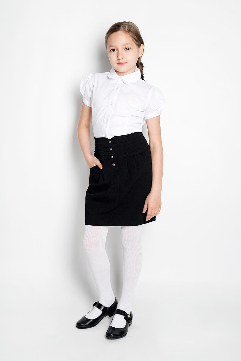 Юбка для девочки Silver Spoon, цвет: черный. SSG-58955_101. Размер 128SSG-58955_101Классическая юбка для девочки Silver Spoon идеально подойдет для школы. Изготовленная из высококачественного материала с добавлением вискозы, она необычайно мягкая и приятная на ощупь, не сковывает движения и позволяет коже дышать, не раздражает даже самую нежную и чувствительную кожу ребенка, обеспечивая ему наибольший комфорт. На подкладке используется гладкая подкладочная ткань.Юбка, оформленная на талии горизонтальными крупными складками, застегивается спереди на оригинальные металлические пуговицы. На талии по спинке имеется широкая эластичная вставка. От линии талии заложены складки, гармонично дополняющие образ. Спереди предусмотрены два втачных кармана со скошенными краями. В сочетании с любым верхом, эта юбка выглядит строго, красиво, и очень эффектно.