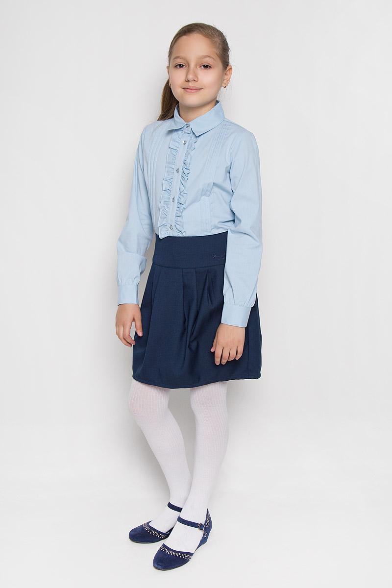 Блузка для девочки Scool, цвет: голубой. 364036. Размер 122, 7 лет364036Элегантная блузка для девочки Scool выполнена из эластичного хлопка с добавлением полиэстера. Прекрасный состав ткани делает блузку мягкой и тактильно приятной, а также обеспечивает отличную посадку изделия на фигуре. Блузка с отложным воротником и длинными рукавами застегивается на пуговицы по всей длине. На рукавах предусмотрены широкие манжеты с застежками-пуговицами. Планку украшают рюши с двух сторон.Школьная блузка играет важную роль в образе ученицы, она отлично сочетается с юбками и брюками.