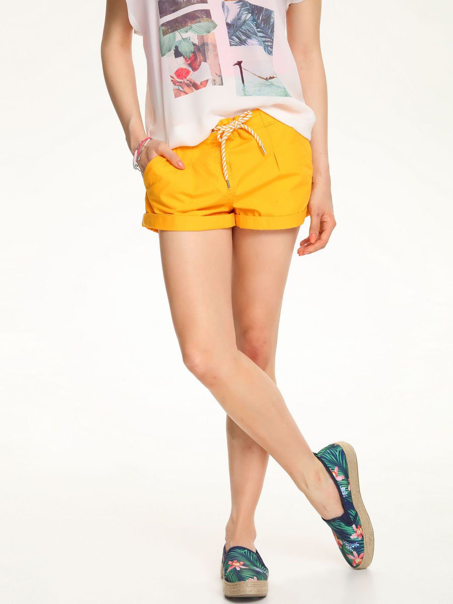 Шорты женские Troll, цвет: желтый. TSZ0175ZO. Размер S (44)TSZ0175ZOСтильные женские шорты Troll выполнены из 100% хлопка.Модель стандартной посадки в поясе оформлена эластичной резинкой и дополнена шнурками. Спереди шорты оформлены втачными карманами и одним маленьким накладным, а сзади декорирована имитация двух карманов.