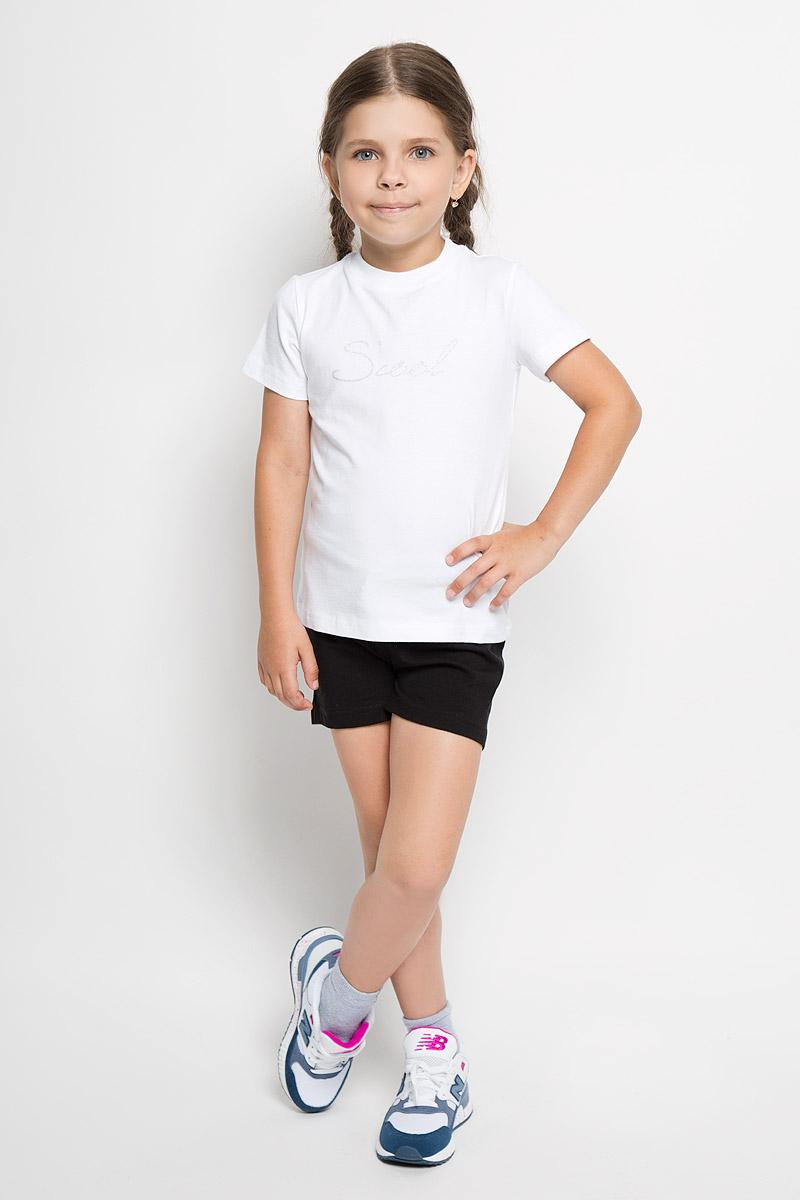 Комплект для девочки Scool: футболка, шорты, цвет: черный, белый. 364083. Размер 152, 12 лет364083Комплект одежды для девочки Scool состоит из футболки и шорт. Комплект выполнен из хлопка с добавлением эластана, необычайно мягкий, очень приятный к телу, не сковывает движения, хорошо пропускает воздух. Футболка с круглым вырезом горловины и короткими рукавами оформлена надписью Scool, украшенной блестящим напылением. Вырез горловины дополнен трикотажной эластичной резинкой. Шорты на талии имеют пояс на резинке, дополненный шнурком-кулиской.В таком комплекте ваш ребенок будет чувствовать себя комфортно и уютно во время отдыха или занятий спортом!