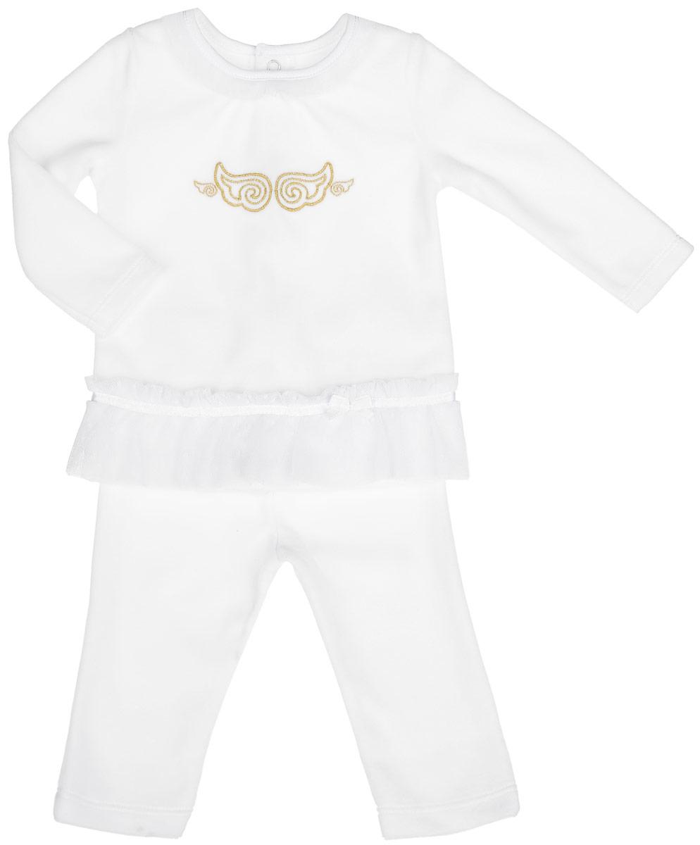 Комплект для девочки БЕМБІ: кофточка, штанишки, цвет: белый. KC457-1. Размер 68KC457-1Комплект для девочки БЕМБІ - это замечательный подарок, который прекрасно подойдет для вашей малышки. Комплект состоит из кофточки и штанишек. Изготовленный из натурального хлопка, он необычайно мягкий и приятный на ощупь, не сковывает движения малышки и позволяет коже дышать, не раздражает даже самую нежную и чувствительную кожу ребенка, обеспечивая ему наибольший комфорт.Кофточка с круглым вырезом горловины и длинными рукавами сзади застегивается на кнопки. Модель по горловине и низу оформлена оборками из сетчатого, мягкого материала. Изделие оформлено вышитыми крылышками на груди. Штанишки по поясу дополнены эластичной резинкой, благодаря которой они не сползают, обеспечивая ему наибольший комфорт, идеально подходят для ношения с подгузником и без него.В таком комплекте ваша малышка будет чувствовать себя комфортно, уютно и всегда будет в центре внимания!