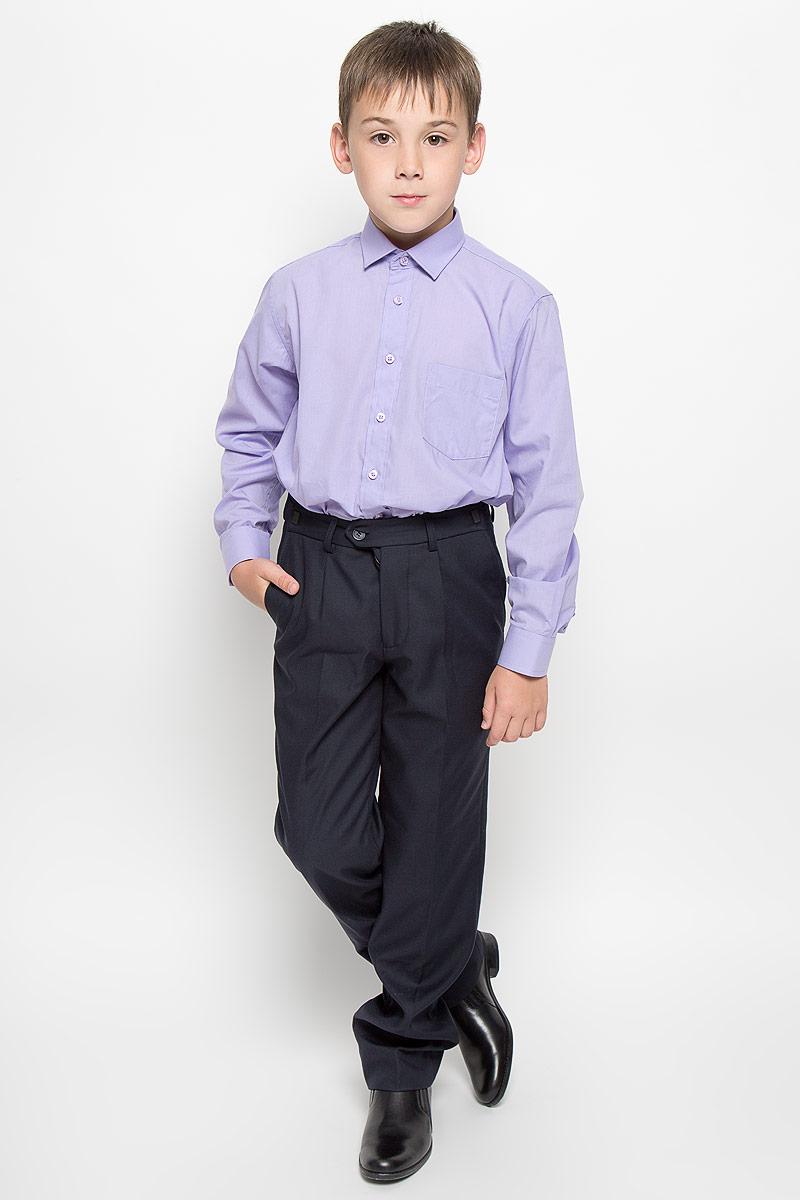 Рубашка для мальчика Tsarevich, цвет: светло-фиолетовый. Wisteria. Размер 32/134-140, 9-11 летWisteriaСтильная рубашка для мальчика Tsarevich идеально подойдет вашему юному мужчине. Изготовленная из хлопка с добавлением полиэстера, она мягкая и приятная на ощупь, не сковывает движения и позволяет коже дышать, не раздражает даже самую нежную и чувствительную кожу ребенка, обеспечивая ему наибольший комфорт. Однотонная рубашка классического кроя с длинными рукавами и отложным воротничком застегивается по всей длине на пуговицы. На груди располагается накладной карман. Края рукавов дополнены широкими манжетами на пуговицах. Низ изделия немного закруглен к боковым швам.Такая рубашка будет прекрасно смотреться с брюками и джинсами. Она станет неотъемлемой частью детского гардероба.