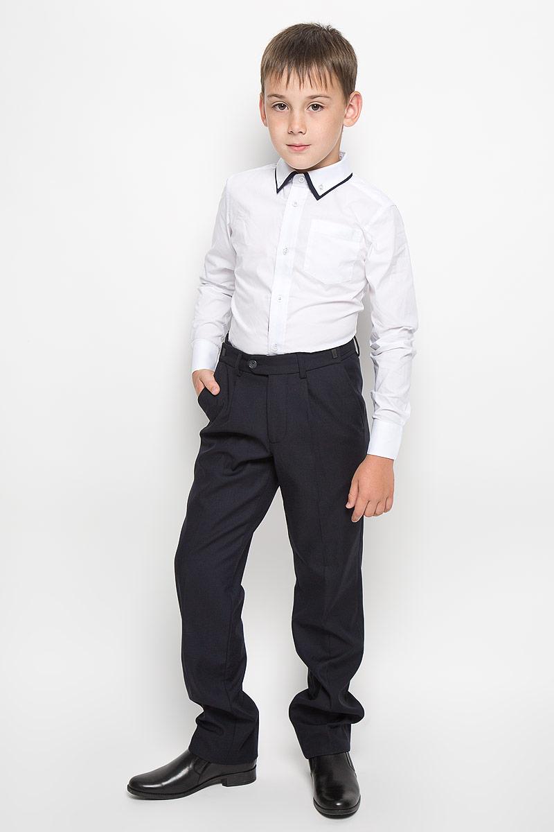 Рубашка для мальчика Orby School, цвет: белый. 64190_OLB_вариант 1. Размер 164, 12-13 лет64190_OLB_вариант 1Рубашка для мальчика Orby School, выполненная из хлопка с добавлением полиэстера, станет модным дополнением к детскому гардеробу. Она отлично сочетается как с джинсами, так и с классическими брюками. Материал изделия мягкий и приятный на ощупь, не сковывает движения и обладает высокими дышащими свойствами.Приталенная рубашка с длинными рукавами и двойным отложным воротником застегивается спереди на пуговицы по всей длине. Манжеты рукавов также имеют застежки-пуговицы. На груди расположен накладной карман. Украшена модель вышитым логотипом бренда.Стильный дизайн и высокое качество исполнения принесут удовольствие от покупки и подарят отличное настроение!